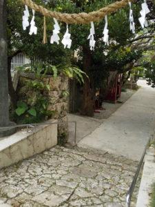 識名宮の参道