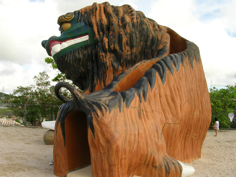 巨大獅子すべり台