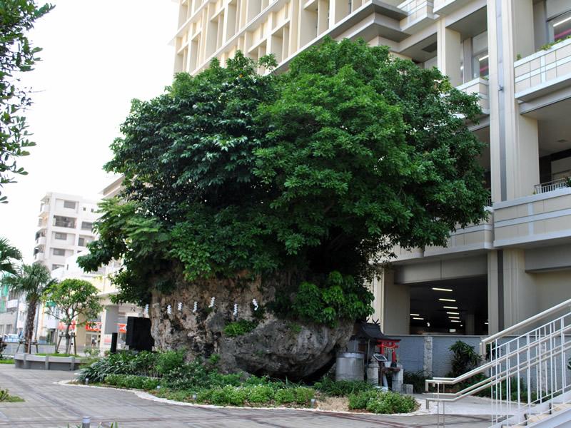 仲島の大石