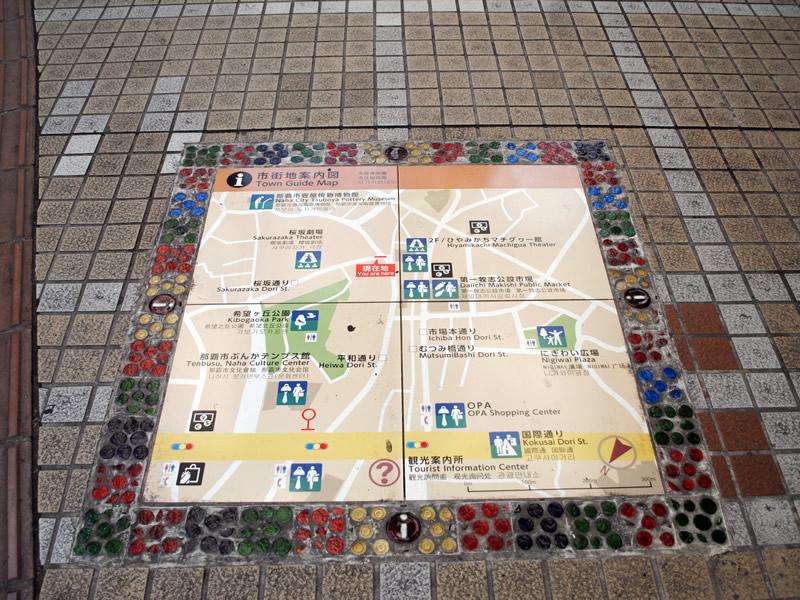歩道上のマップ