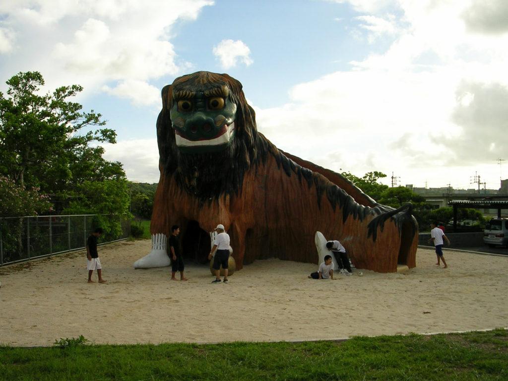 巨大獅子滑り台